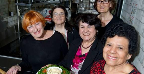 Portrait des grand-mères cuisinières